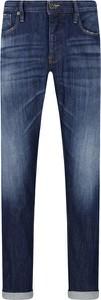 Niebieskie jeansy Emporio Armani w street stylu