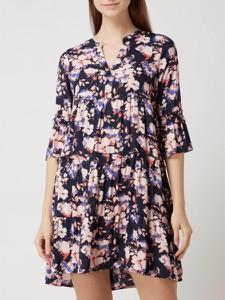 Sukienka Vero Moda z dekoltem w kształcie litery v z długim rękawem