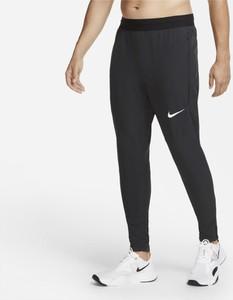 Czarne spodnie sportowe Nike w sportowym stylu