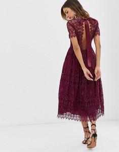 Fioletowa sukienka Asos z odkrytymi ramionami