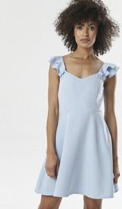 Niebieska sukienka born2be z dekoltem w kształcie litery v