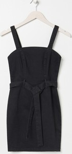 Sukienka Sinsay z dekoltem w kształcie litery v bez rękawów z jeansu