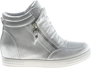 Buty sportowe producent niezdefiniowany na koturnie