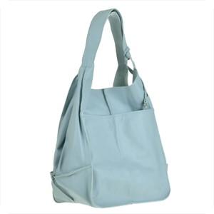 Błękitna torebka Vera Pelle w wakacyjnym stylu