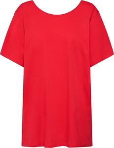Czerwona bluzka NA-KD z okrągłym dekoltem