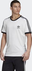 T-shirt Adidas w sportowym stylu z krótkim rękawem z dzianiny