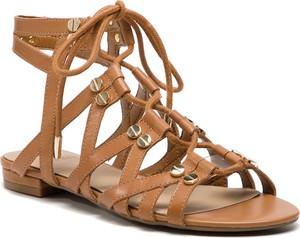 Sandały Guess z płaską podeszwą sznurowane