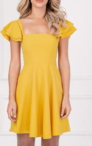Żółta sukienka Justmelove z krótkim rękawem hiszpanka