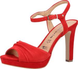 20ba6e633b131d Czerwone sandały Tamaris ze skóry z klamrami na wysokim obcasie