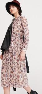 Sukienka Reserved maxi z długim rękawem w stylu casual