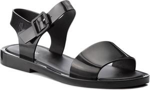 Czarne sandały Melissa z płaską podeszwą