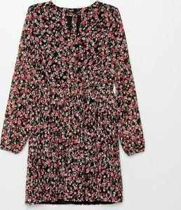 Czerwona sukienka Cropp z długim rękawem z okrągłym dekoltem mini