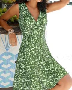 Zielona sukienka Kendallme kopertowa z dekoltem w kształcie litery v w stylu casual