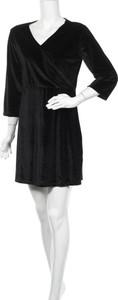 Czarna sukienka Ivy Beau mini z dekoltem w kształcie litery v z długim rękawem