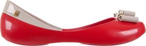 Czerwone baleriny Melissa z płaską podeszwą w stylu casual