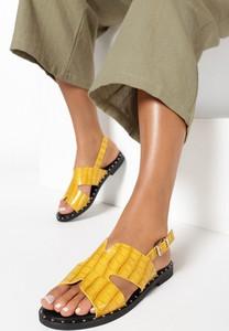 Żółte sandały born2be z klamrami z płaską podeszwą