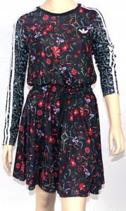 Sukienka Adidas mini z okrągłym dekoltem w sportowym stylu