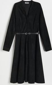 Sukienka Reserved z kołnierzykiem z długim rękawem mini