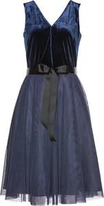 Sukienka bonprix bpc selection premium rozkloszowana z dekoltem w kształcie litery v bez rękawów
