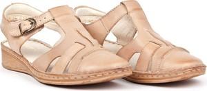 Sandały Escott z płaską podeszwą w stylu casual z klamrami