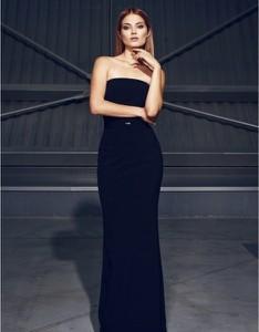 Czarna sukienka Kasia Zapała bez rękawów ołówkowa