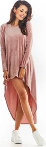 Różowa sukienka Awama w stylu casual asymetryczna z długim rękawem