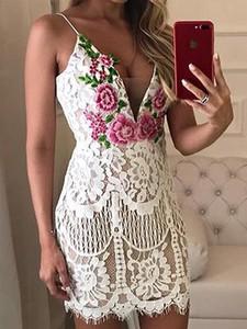 Sukienka Elegrina mini na ramiączkach