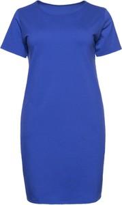 Niebieska sukienka modneduzerozmiary.pl z okrągłym dekoltem dla puszystych midi