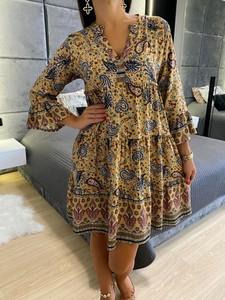 Sukienka ModnaKiecka.pl z długim rękawem z dekoltem w kształcie litery v