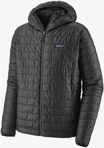 Czarna kurtka Patagonia krótka w sportowym stylu