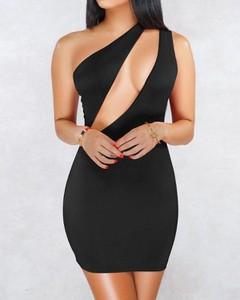 Sukienka Kendallme z okrągłym dekoltem dopasowana bez rękawów