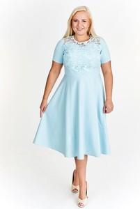Miętowa sukienka Fokus z krótkim rękawem rozkloszowana