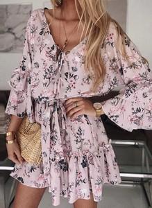 Różowa sukienka Sandbella mini z długim rękawem