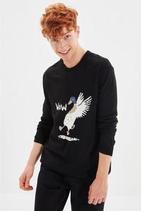 Sweter Trendyol z nadrukiem w młodzieżowym stylu z okrągłym dekoltem