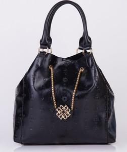 Czarna torebka Monnari w wakacyjnym stylu