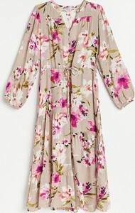 Sukienka Reserved z długim rękawem szmizjerka z dekoltem w kształcie litery v