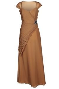 Brązowa sukienka Fokus rozkloszowana maxi z tkaniny