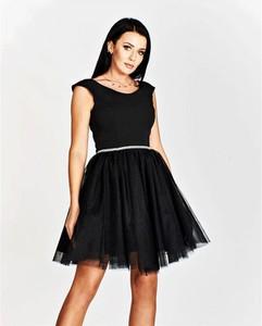 Czarna sukienka Bosca mini bez rękawów z okrągłym dekoltem