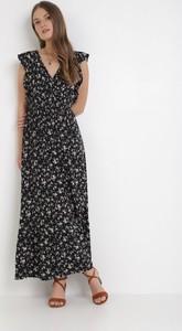 Granatowa sukienka born2be z dekoltem w kształcie litery v na ramiączkach maxi