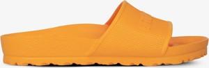 Pomarańczowe klapki Birkenstock z płaską podeszwą