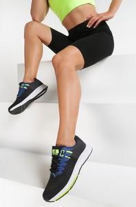 Buty sportowe renee sznurowane w sportowym stylu z płaską podeszwą