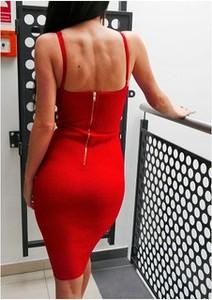 Sukienka Smlfashion.pl z dekoltem w kształcie litery v na ramiączkach midi