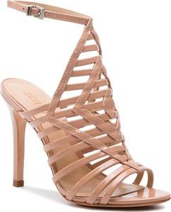 Różowe sandały Schutz w stylu klasycznym na szpilce