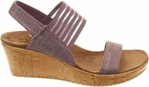 Sandały Skechers na średnim obcasie na koturnie