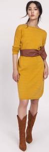 Żółta sukienka Lanti z długim rękawem w stylu casual