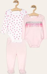 Różowy komplet dziecięcy Guess Jeans