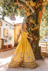 Sukienka Ivet.pl maxi z dekoltem w kształcie litery v