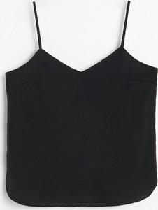 Czarny top Reserved z dekoltem w kształcie litery v w stylu casual