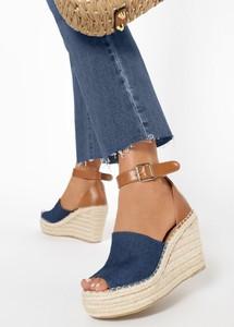Granatowe sandały born2be na koturnie