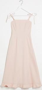 Różowa sukienka Asos z jeansu